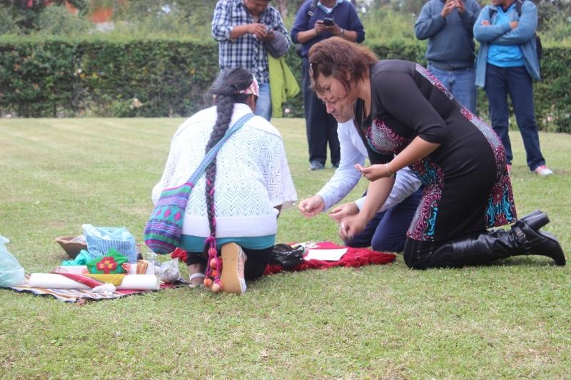 ministra-de-ambiente-maria-ines-zigaran-junto-al-vicepresidente-de-parques-nacionales-emiliano-ezcurra-en-ceremonia-de-honra-a-la-tierra_25098