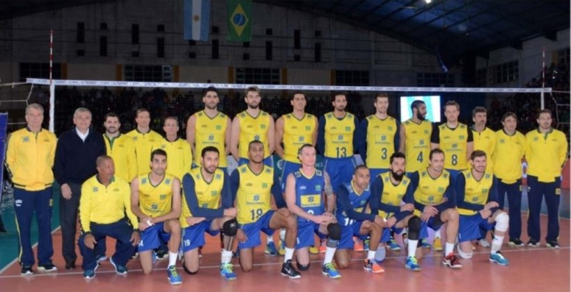 el-gobernador-morales-junto-al-equipo-de-brasil-momentos-previos-al-inicio-del-partido_26310