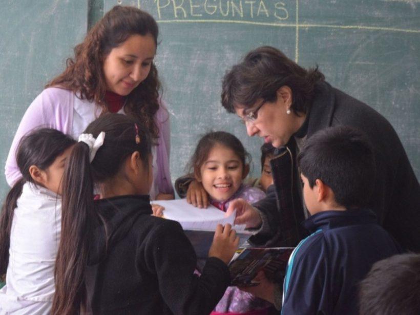 la-ministra-saludo-a-alumnos-de-la-escuela-427_26394