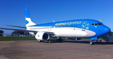 Aerolíneas Argentinas pagará el 50% del sueldo a sus empleados