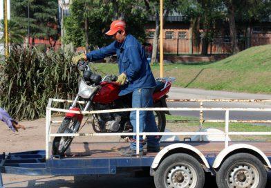 Canchones municipales atestados de motovehículos