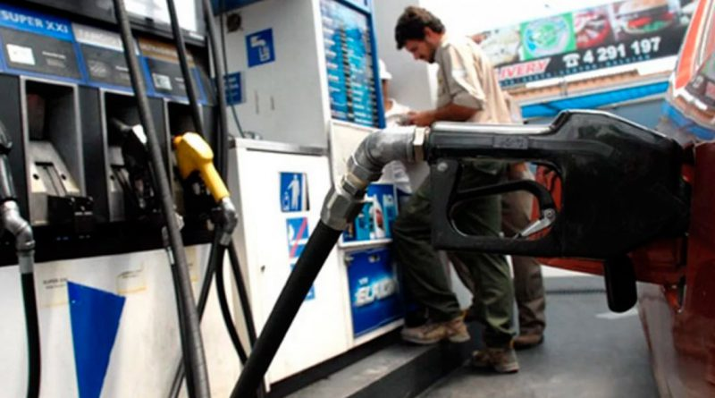 El dólar bajó más de $4 pero la nafta no: la explicación de las petroleras