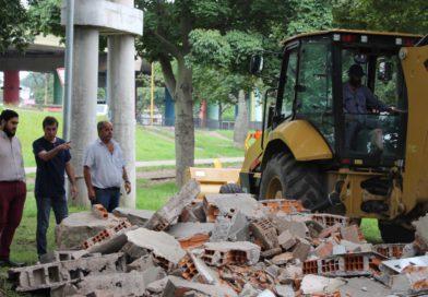 Siguen los trabajos de remoción de kioscos en la vía pública