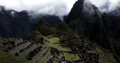 Condenarán a seis años de prisión a dos argentinos por causar daños en Machu Picchu