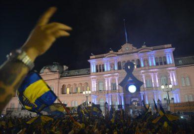 Despiden a Diego Maradona en la Casa Rosada: desbordes e incidentes en las inmediaciones