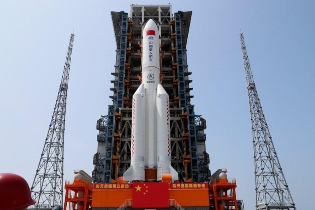 El cohete chino que estaba fuera de control cayó y se desintegró en el Océano Índico