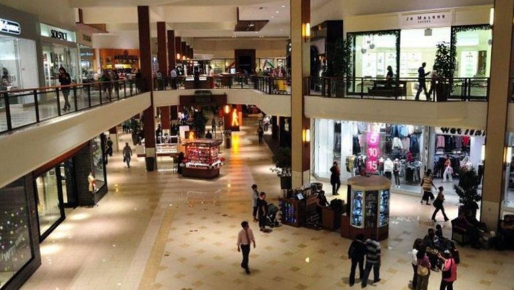 Pánico por un tiroteo en un popular shopping de Miami
