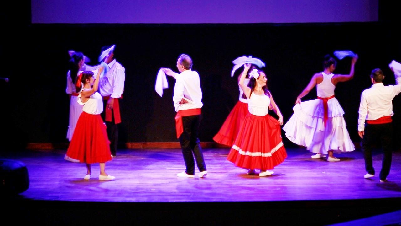Canto y danzas para niños y jóvenes