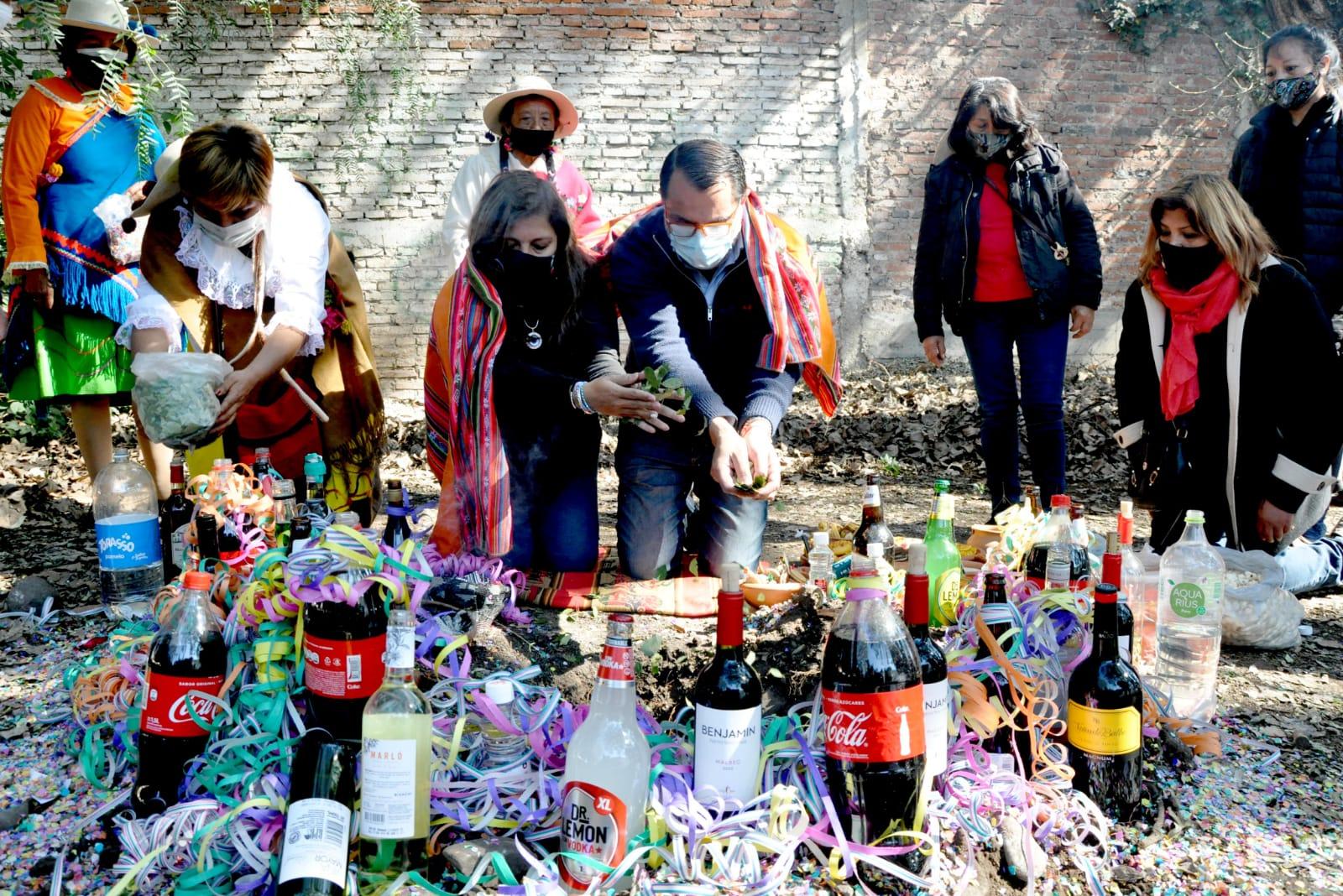 Realizaron las tradicionales ofrendas a la Pachamama