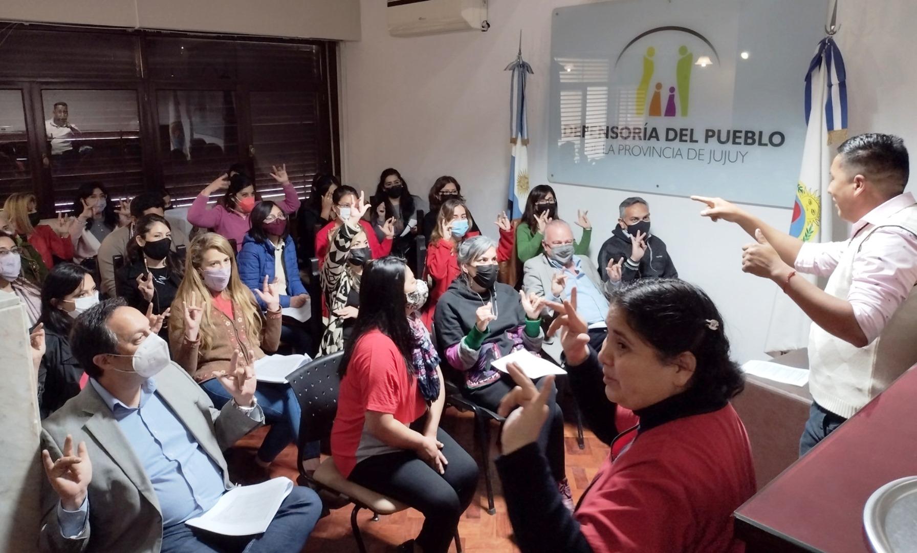 Defensoría del Pueblo: Personal se capacita en lenguaje de señas